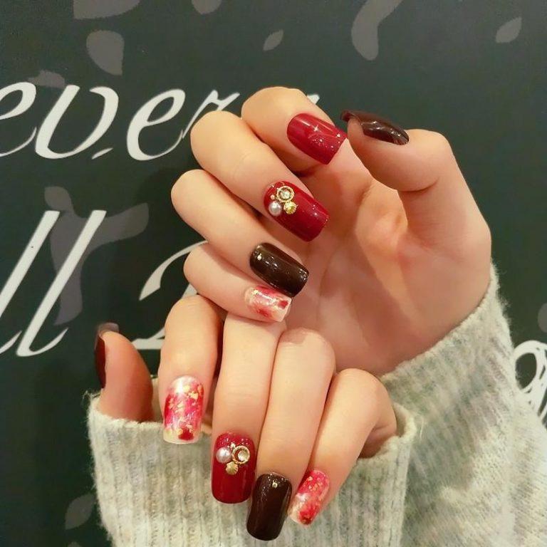 Stunned nail art