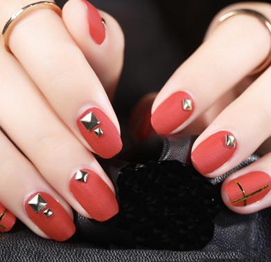 Rivet nail art