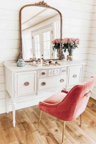 Beautiful and practical dressing table